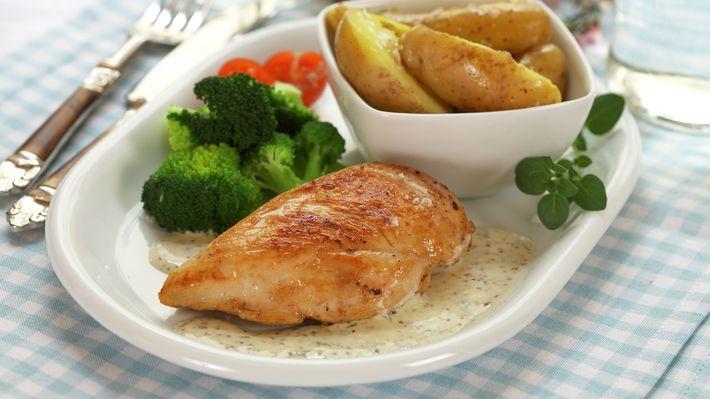 Kyllingfilet med kremet senneps- og estragonsaus - Rask - Oppskrifter - MatPrat