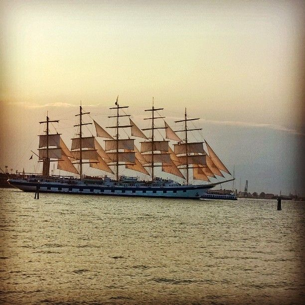 #veliero #nave  #ships #sailingboat #sailing ⛵  #starship #starclipper #Venice  #Venezia #royalclipper