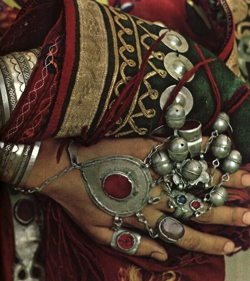 rings on her fingers and bells on her toes..Ethnic Jewelry, Ethnic Fashion, Gypsy Style, Silver Jewellery, Bold Prints, Tribal Jewelry, Bohemian Jewelry, Handmade Jewelry, Bohemian Gypsy