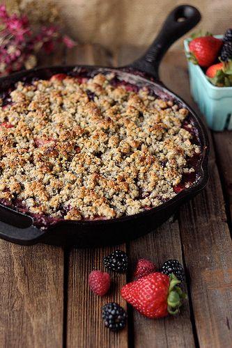 Grain-free Mixed Berry Crisp (Vegan) // Paleo-friendly // Tasty Yummies