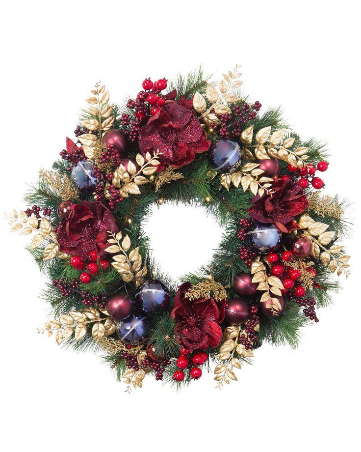 Royal Windsor Wreath mirrors the majestic splendor