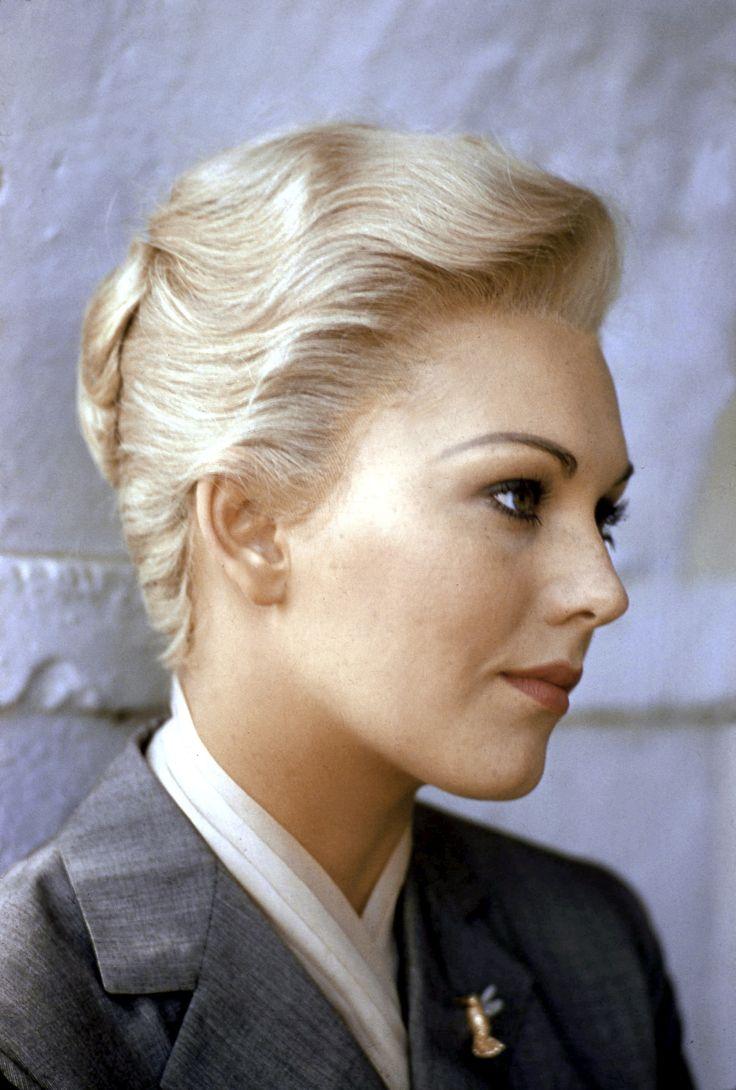 """KIM NOVAK AS MADELEINE ELSTER IN THE 1958 ALFRED HITCHCOCK FILM """"VERTIGO"""""""