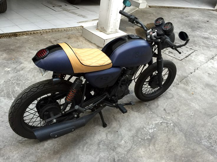 My first project. Brat style from a Bajaj Boxer 150. Salander Custom Shop cafe…