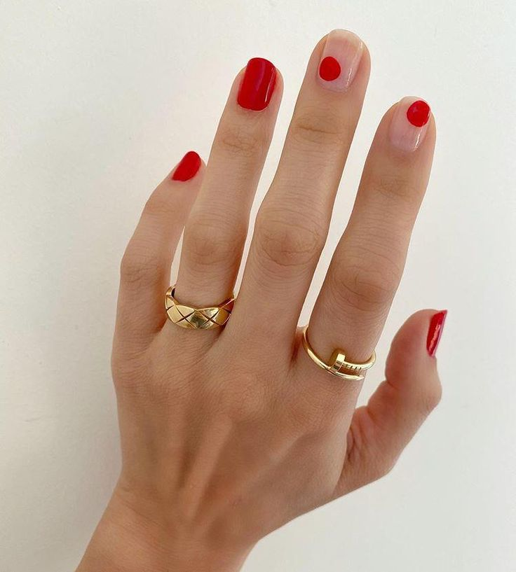Whatever your feelings about Valentine's Day, you have to admit: The mani opportunities are pretty darn cute. Here, 11 festive nail art ideas to try now. Funky Nails, Trendy Nails, Cute Nails, Essie, Minimalist Nails, Red Manicure, Gel Nails, Stiletto Nails, Acrylic Nails
