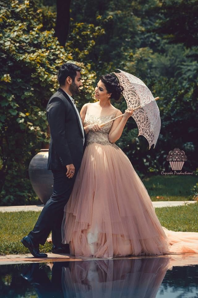 Laced umbrella at a pre-wedding shoot Find Vendors and wedding inspiration on Wedmegood.com #prewedding #wedmegood