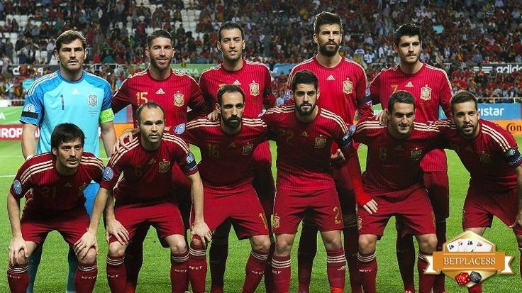Berikut adalah skuad dan daftar pemain Timnas Spanyol di Euro 2016. Tim Spanyol dengan 23 pemain pilihan pelatih Vicente del Bosque yang berambisi meraih gelar juara tiga kali berturut-turut di Pia…