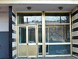 дом со стеклянным подъездом