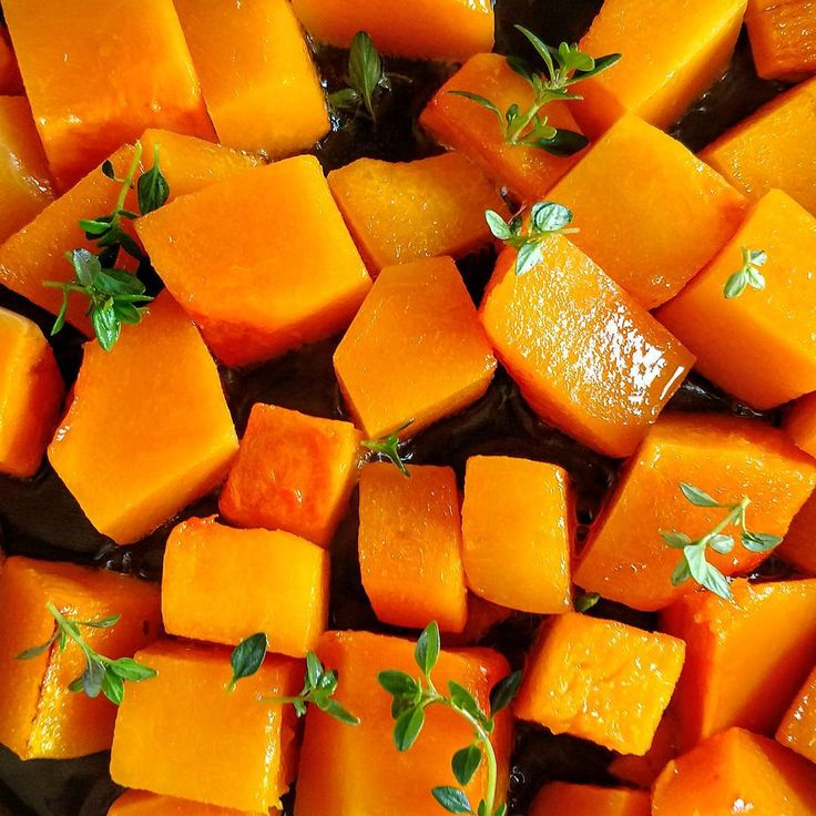 🍴Butternut #squash 🔸 As the number one source of alpha carotene and beta #carotene (which the body transforms into vit. A), this colorful fruit (used as a vegetable) will help you maintain #healthy #skin, eyes and a #strong immune system. / climbing_ivy on IG
