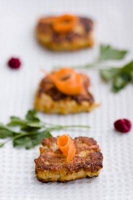 Pan fried gefilte fish are the gefilte fish for gefilte haters.  Think of them as Kosher crab cakes or Seder salmon croquettes.