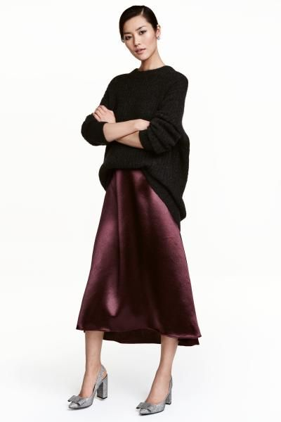 Satin skirt: Calf-length, A-line skirt in satin with a sheen, with a concealed zip in the side. Unlined.