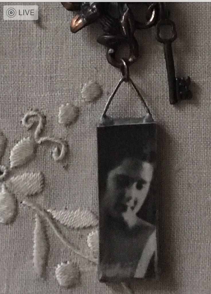 1920 image necklace