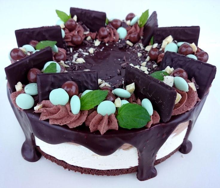 Suklaata rakastavan unelma! Mulla on selkeesti joku minttu-suklaakausi meneillään. Olkoon, se on niin hyvää! Tämä kakku pääsi sulost...