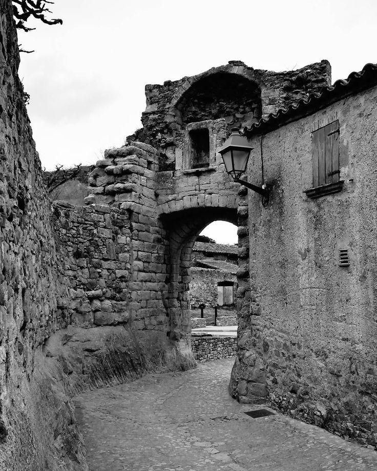 #medievalcountry #pueblosmedievales #paseos #walking #historia #niceplaces #freelifestile #freelife #niceshots #otrasepocas #oldtimes