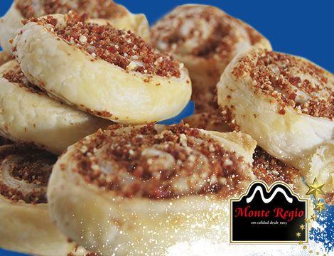 Espirales de hojaldre con queso y jamón serrano #MonteRegio ¡Buenos días!