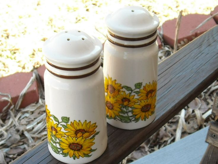 sun flowers kitchen decorations | Vintage Salt and Pepper Shakers / Sunflowers / Spring / Sunshine