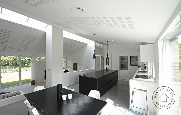 Køkken åbnet op mod nedsænket stue