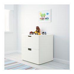 IKEA - STUVA, Byrå med 2 lådor, vit, , Låg förvaring som gör det lättare för barn att nå och hålla reda på sina saker.Kan användas fristående eller hängas på vägg.Står stadigt också på ojämna golv. Justerbara fötter medföljer.Lådfronterna har rundade hörn och ett utskuret handtag med mjuka kanter.