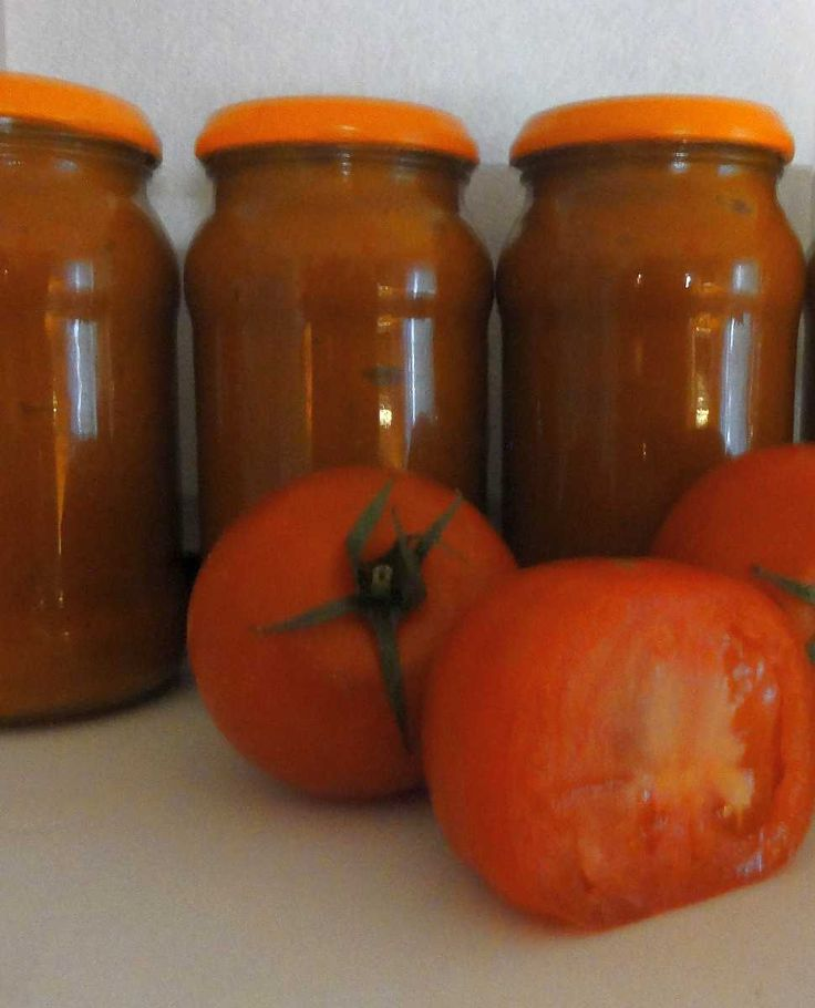 Rajčatová omáčka na zimu | recept. Domácí konzervování se zase vrací do módy. Stále více lidem záleží