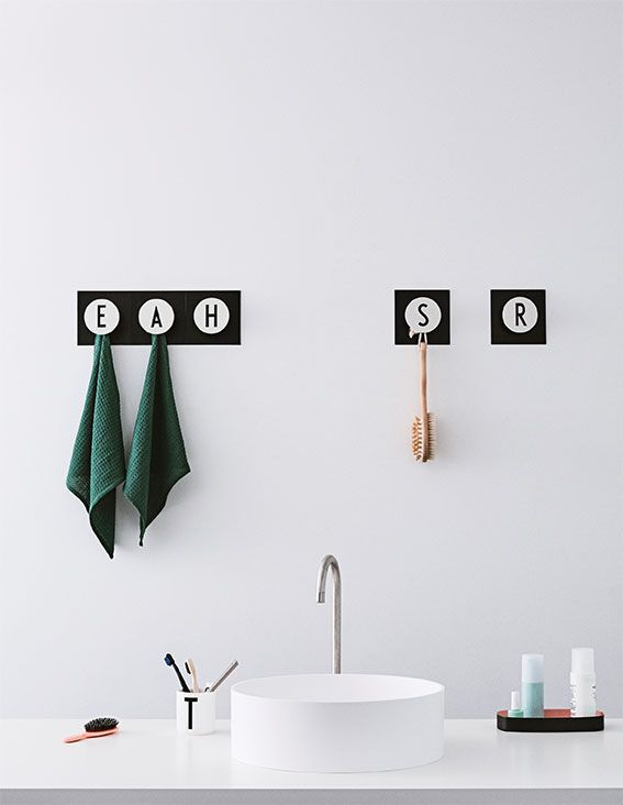 Graphic bathroom with HOOK2 A-Z. Spell a word with the hooks or pick the first letter for each family member to create a personal hook rack. Behind the big round hook is a small discreet hook that fits perfectly well for small loops, for example a strap in a jacket or a towel.