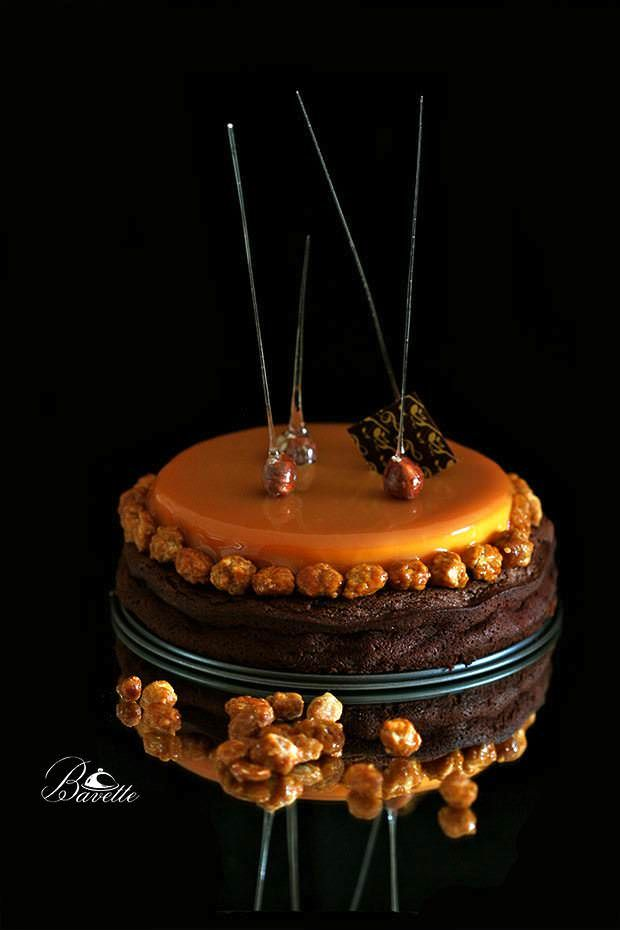 Tarta brownie con mango y glaseado de caramelo Read more at http://www.bavette.es/navidad-2/5507-tarta-brownie-con-mango-y-glaseado-de-caramelo/#ACdrlt4F3yHQFsII.99