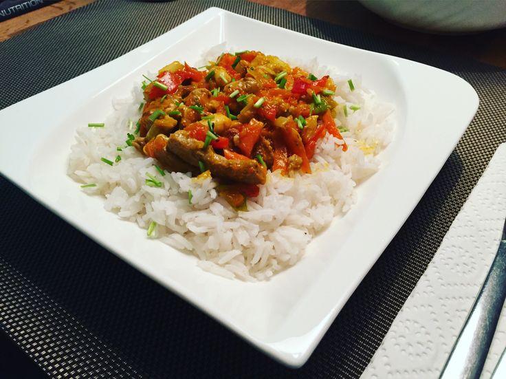 Rindfleisch mit Reis, Lauch und Cashewnüssen 😊 Zutaten:400 g Rindfleisch 200 g Basmatireis1-2 Stangen Lauch2 Paprika 2 Möhren 1-2 🌶 Chilischoten25 g CashewnüsseWOK-Sauce Rezept: http://derfitnesscoach.org  #sport #fitness #training #derfitcoach #ernährung #nutrition #gesund #healthy #fitfood #lowcarb #meal #enjoy #rice #rezept #recipe #food #meat