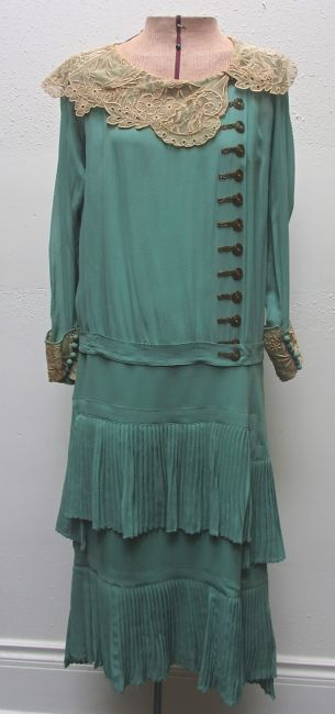1920's Mint Green Dress Lace Collar & Beaded Buttons (front view)