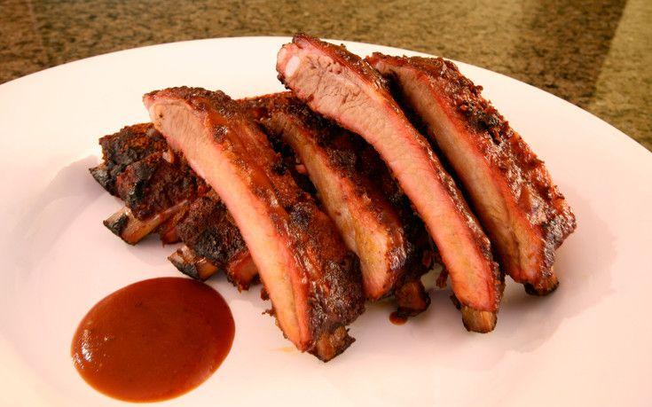 Συνταγή για τους λάτρεις της κρεατοφαγίας  Υλικά για 4-6 άτομα 1 κιλό χοιρινή πανσέτα Για τη σάλτσα μπάρμπεκιου 1 κουταλιά του γλυκού θυμάρι 1 κουταλ