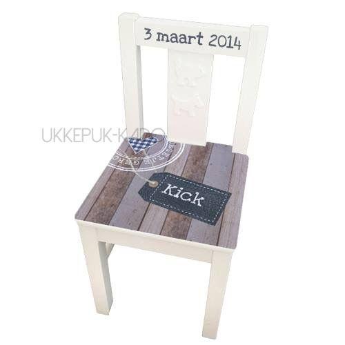 Geboortestoeltje met naam en opdruk geboortekaartje, verkrijgbaar bij ukkepuk-kado.nl