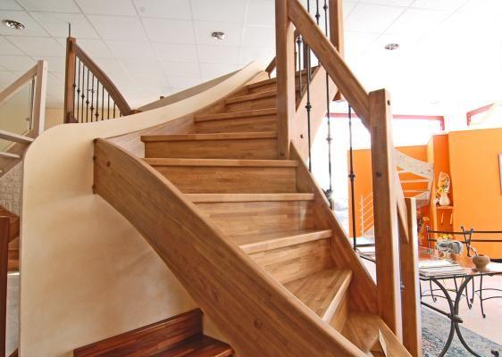 Scale in legno rustiche e classiche immagini pinterest for Immagini scale in legno