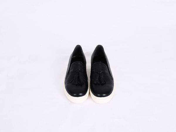 Korea womens shopping mall [REALCOCO] Tassels Leather Slip-on Shoes / Size : 230~250 mm / Price : 84 USD #slipon #shoes #korea #fashion #style #fashionshop #apperal #koreashop #ootd #realcoco