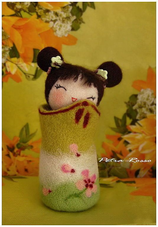 Needle felted Japanese Kokeshi doll by Petra Rosso.  TOO CUTE!!!