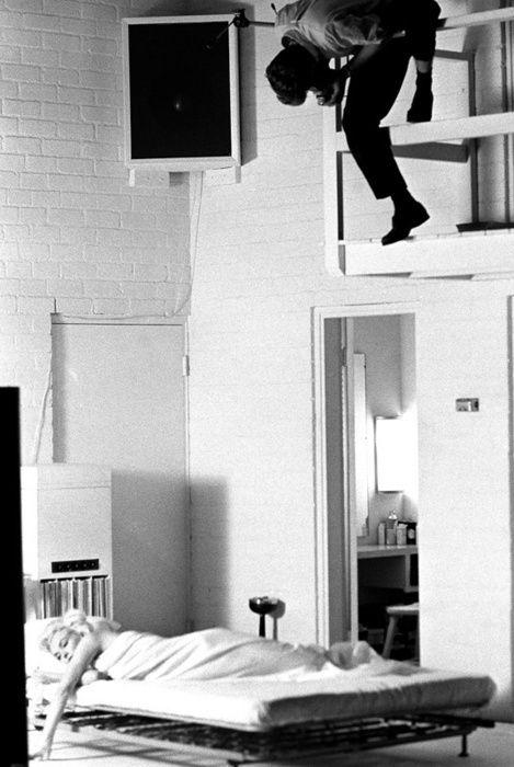 suicideblonde: Marilyn Monroe being photographed by Douglas Kirkland, 1961