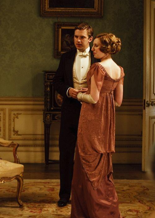 Dan Stevens as Matthew Crawley and Laura Carmichael as Lady Edith Crawley in Downton Abbey (TV Series, 2010).