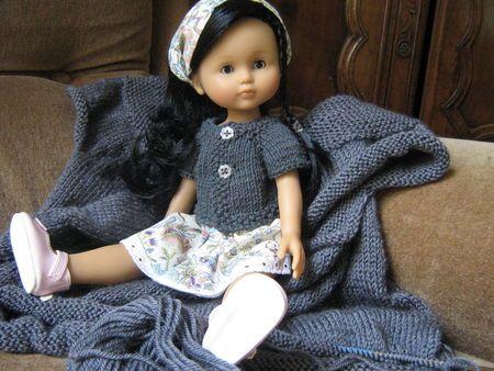 Nos poupées Chéries: un gilet à manches raglan - patron gratuit