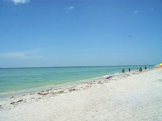 Peaceful Gulf front condo- pool, lanai, cable, internet, full kitchen