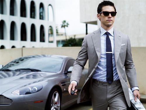 The car makes the suit: Astonmartin, Summer Suits, Beautiful Men, Grey Suits, Milo Ventimiglia, Men Style, Men Fashion, Blue Sober, Aston Martin