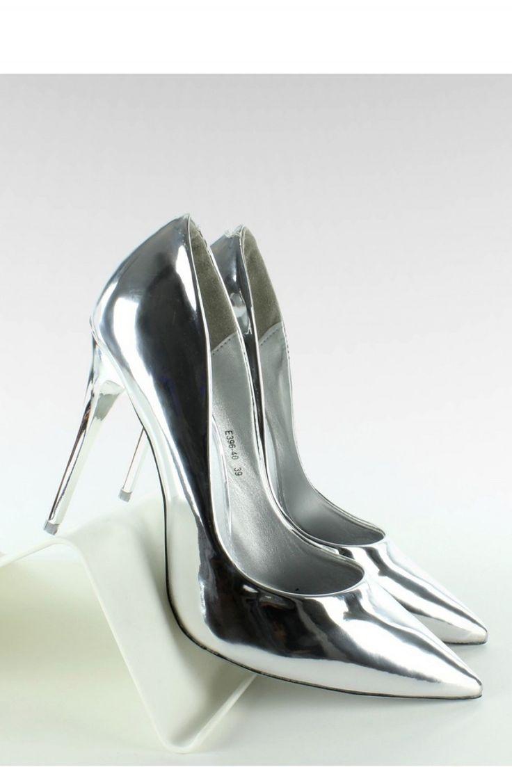 Świetne nie tylko do sukienki w karnawale, ale także do każdej innej kreacji :)  #srebrneszpilki #trendy #moda #buty #mokado #fashion https://www.mokado.pl/Szpilki-Model-E396-Silver-p18263