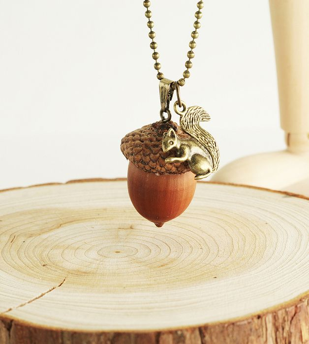 Einzigartiger Schmuck: Lange Kette mit Haselnuss und süßem Eichhörnchen / unique necklace with a hazlenut and a cute squirrel made by Viviannaschmuck via DaWanda.com