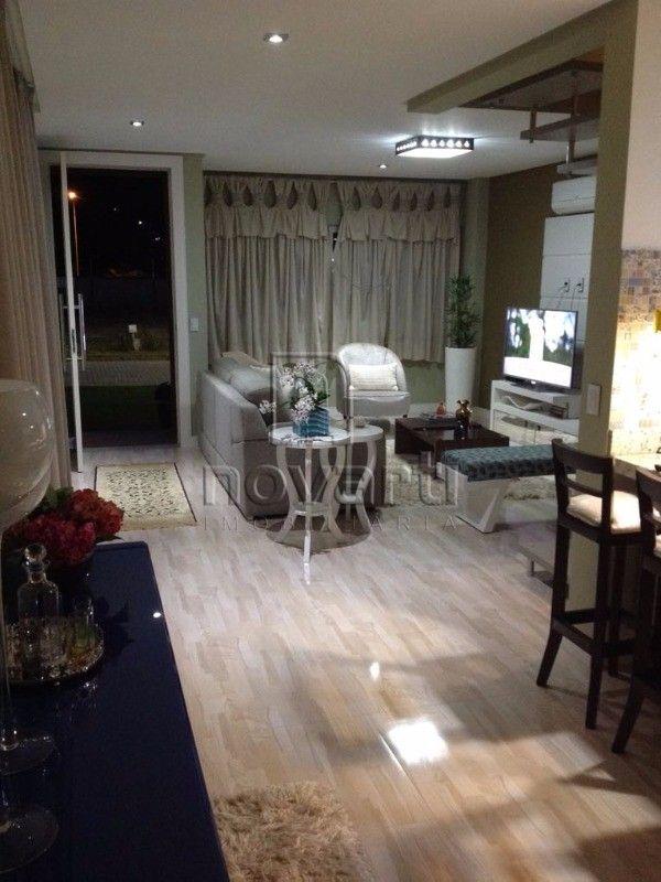 Bela casa de 2 pavimentos construída em 2016 em um dos melhores condomínios planejados da grande Florianópolis, próximo a BR 101 e SC 407. Composta por 3 dormitórios sendo 1 suíte, living para dois ambientes, lavabo, banheiro social, cozinha sob medida e com eletrodomésticos novos, área de serviço equipada. Área de churrasqueira integrada a cozinha, sala de TV, toda em piso porcelanato. Possui 4 ar condicionados tipo Split e 4 televisores, 133,00 m² construídos. Infraestrutura do Condomínio…
