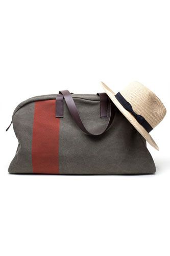 10 Anti-Murses For The Manly Men Who Gotta Carry Stuff #refinery29  http://www.refinery29.com/33982#slide2  Everlane The Weekender, $95, available at Everlane.