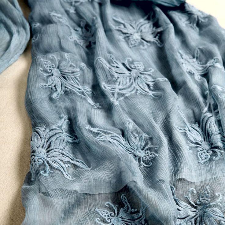 Estilo Europeu Mangas longas Cintura solta Cor: luz azul Decote redondo Tecido: rendas e seda Forro: 100% seda Espessura do tecido: moderada Tecido macio
