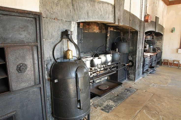 Strokestown House Kitchen - One of the most important houses and kitchens that have been preserved in Ireland. Home of the Irish Famine Museum it is one of our regular stops since 1998!