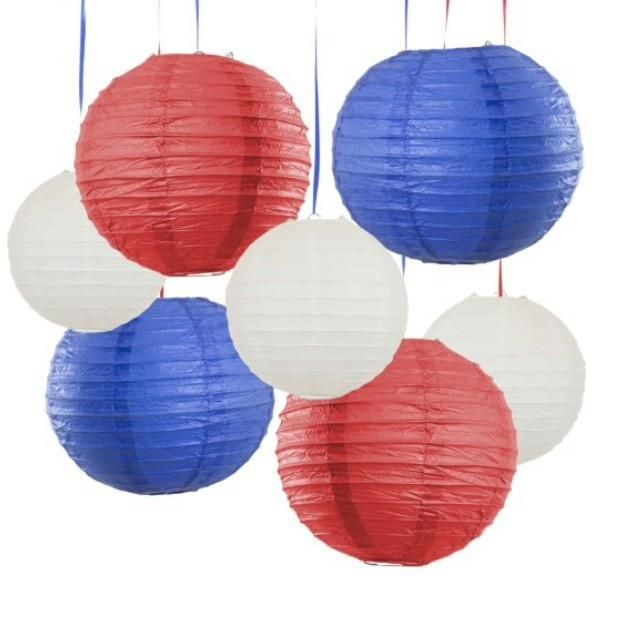 4th of July Decorations ~ Paper lanterns are an easy way to decorate an Independence Day party! Love this selection of 7 pieces in different sizes, make a nice red white and blue decor.