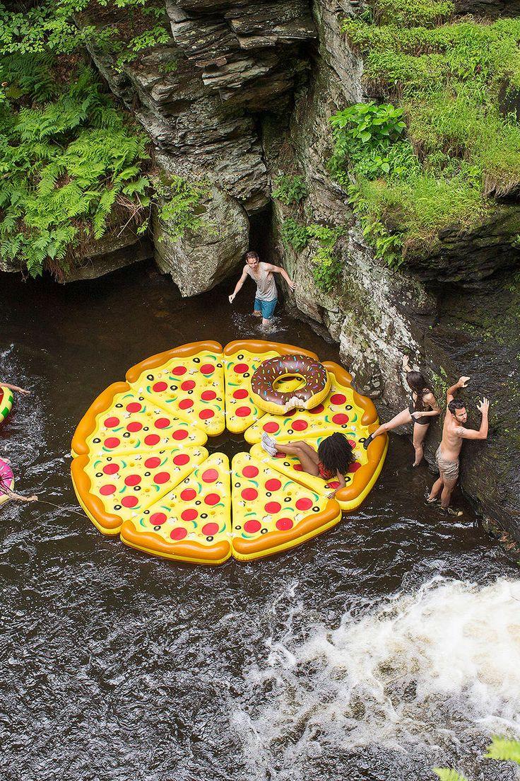 Pizza gonflable pour la plage - 55$ la part ! Pizza Slice Pool Float