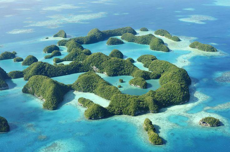 太平洋上、フィリピン海に面するパラオという国は、南国の名所としてビーチやその自然が観光名所になっています。物価や文化の差も日本人にとってはかなり珍しく、新鮮な気持ちになるのに最適なスポットです。ここではそんなパラオについてまとめました。 パラオといったらやっぱりビーチ!...