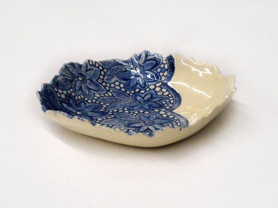 Keramik Schale Obst Schale Schussel Geschenk Haus Dekor in weiß und blau handgefertigt by Tanja Shpal