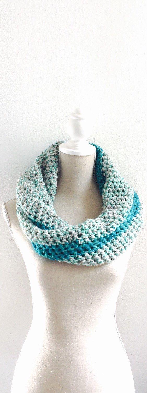 Turquoise, grijs, wit, col, sjaal, gehaakt, vrouw, cadeau, speciaal door Sanneva op Etsy https://www.etsy.com/nl/listing/232674551/turquoise-grijs-wit-col-sjaal-gehaakt