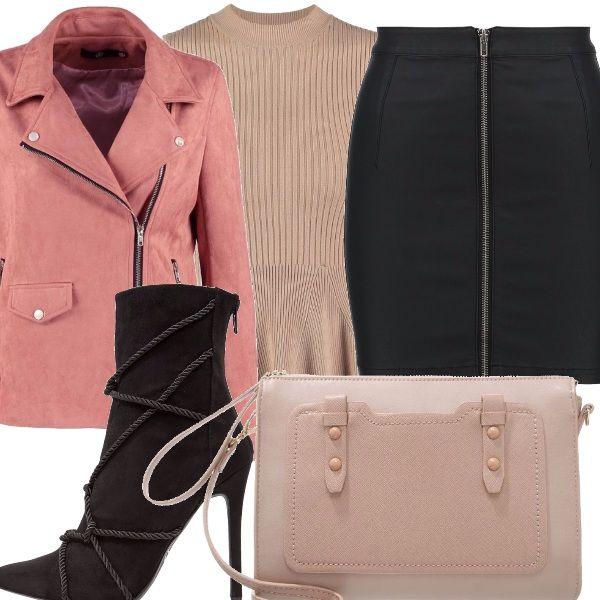 Gonna aderente a tubino black, top beige aderente con scollo tondo, giacca in finta pelle rosa, con cerniera, stivaletti black con tacco a spillo, borsa a tracolla, rose!