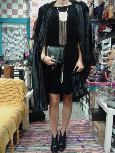 velvet dress Eleria Cortes + faux fur Fly + ankle boots Patricia Miller + bag Kem + extreme gold necklace by Papa k' Froufrou