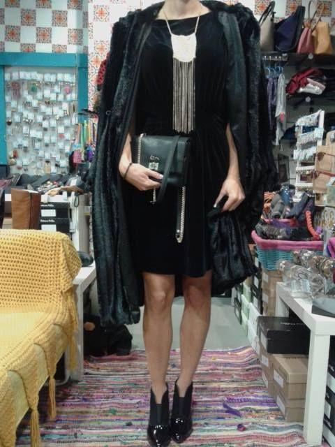 velvet dress Eleria Cortes + faux fur Fly + ankle boots Patricia Miller + bag Kem + extreme gold necklace by Papa k' Froufrou